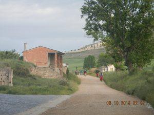 Peregrinos leaving Hornillos