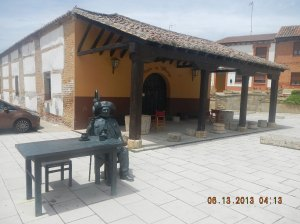 Statute of Pablo Mayor outside of the Mesón Villalcázar