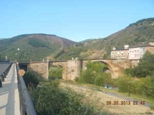 The bridge over the río Burbia. look to the left side of the picture.