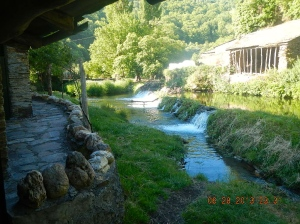 San Cristobo do Real has a ancient bathhouse and weir along the río Oribio
