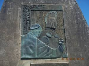This side celebrates the visit of John Paul II to Santiago
